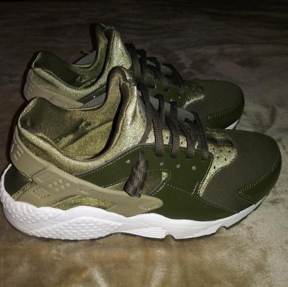 Nike Shoes   Womens Nike Huaraches In